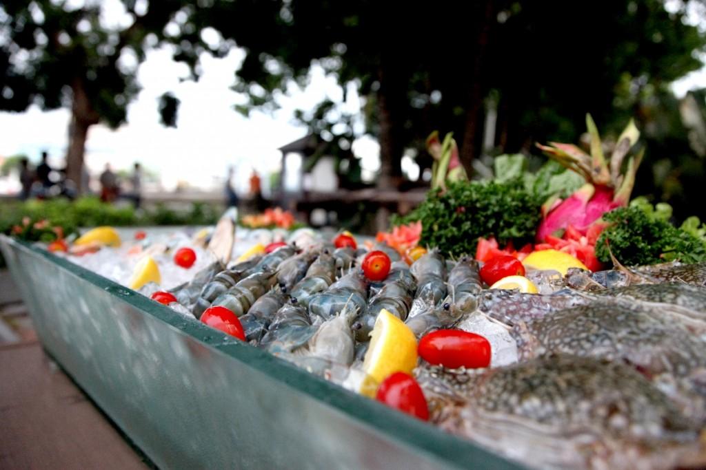 seafood-bbq-buffet-at-Ibis Bangkok Riverside Hotel-2