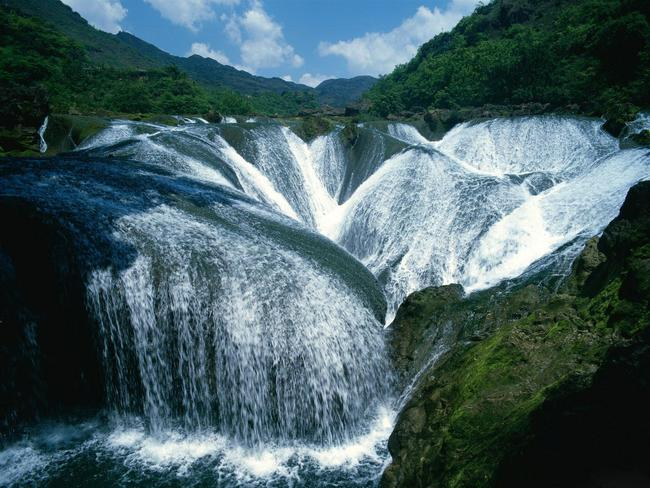 Pearl-Shoal-Waterfall-Jiuzhaigou-China