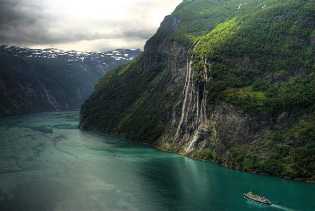 Seven-Sisters-Waterfall,-Geirangerfjorden-Norway