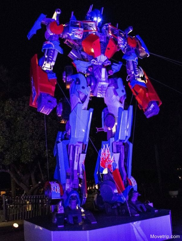Transformer-Optimus-Prime-in-Penang-George-Town-2