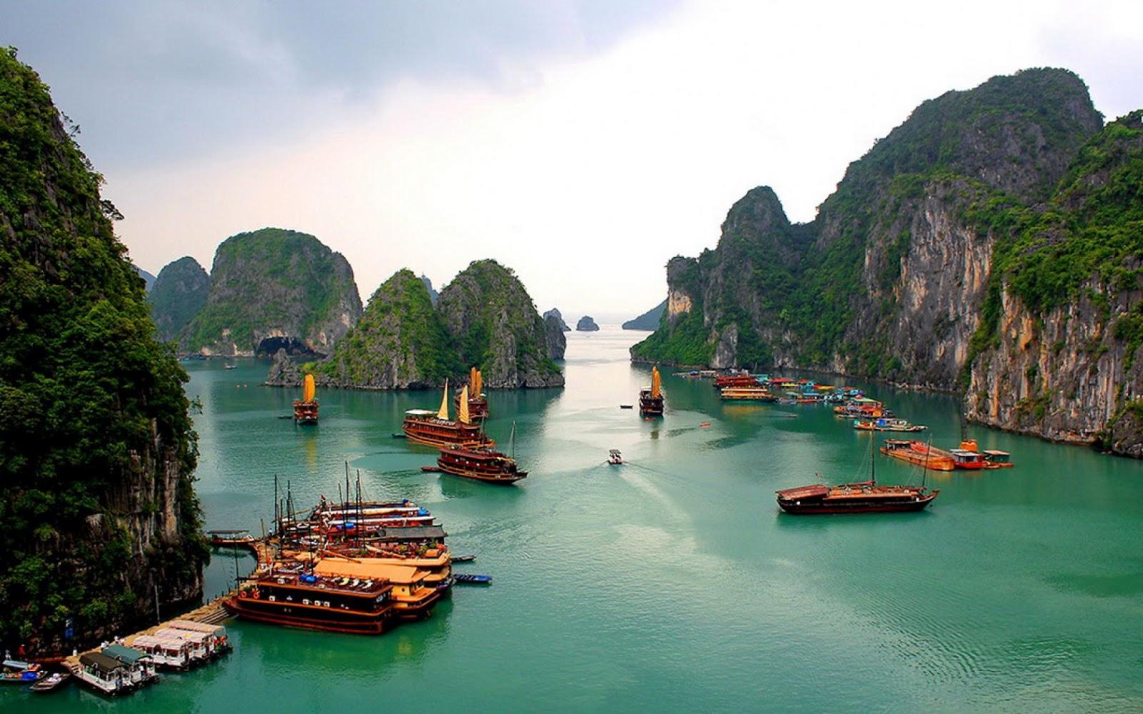 halong-bay-hanoi-vietnam