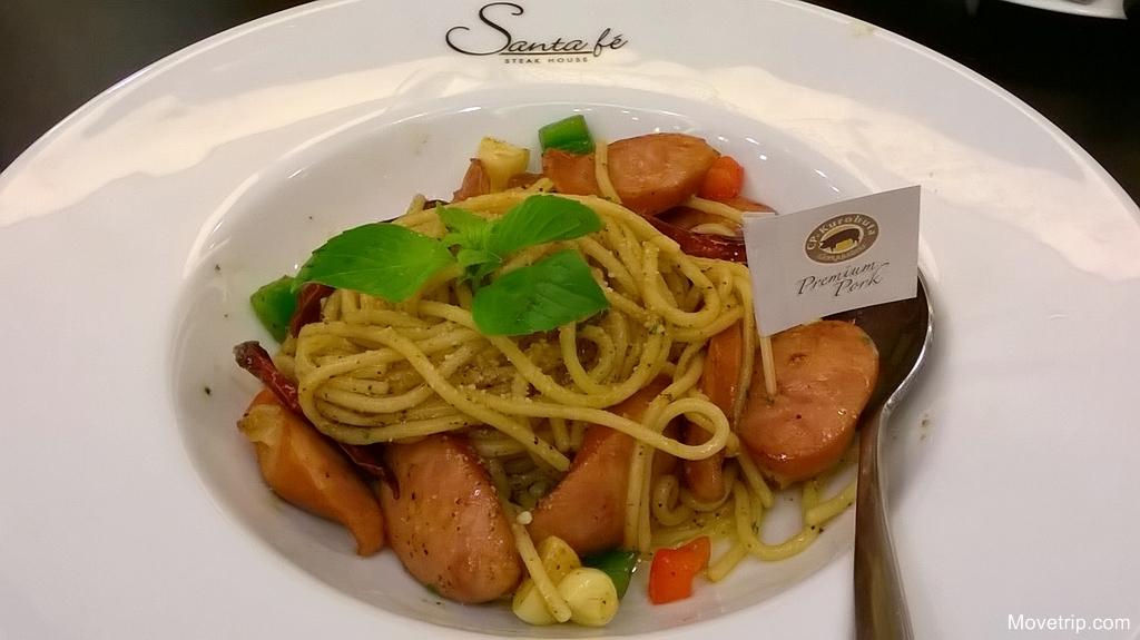 santa-fe-promotion-Spicy-Stir-Fried-Spaghetti-with-Kurobuta-Sausage-Premium