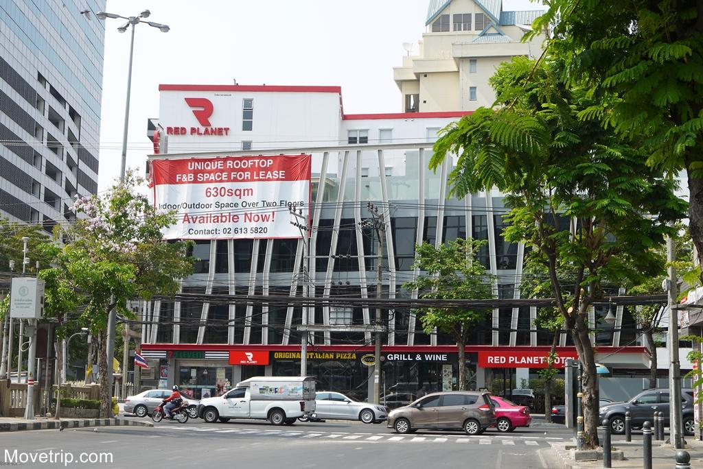 red-planet-hotel-surawong-bangkok-1