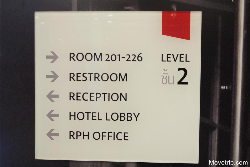 red-planet-hotel-surawong-bangkok-33