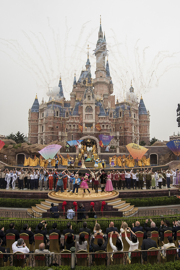 shanghai-disneyland-park-china-grand-opening-2016-1