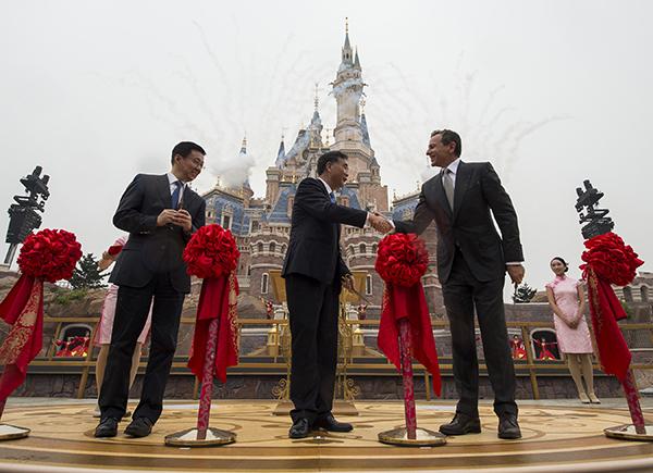 shanghai-disneyland-park-china-grand-opening-2016-2