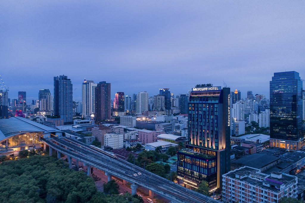Mercure-Hotels-Bangkok-Makkasan-Nighttime-2